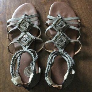SO Gray sandals sz 10
